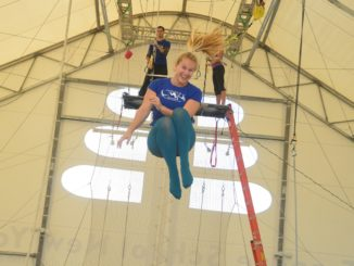 Цирк акробаты гимнасты