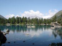 Озеро в горах. Швейцария. Автор dimschu / pixabay.com