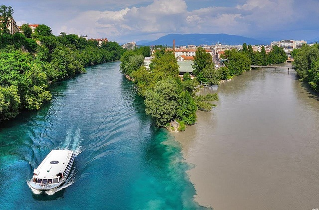 Слияние рек Рона и Арв