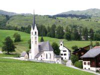 Церковь в Швейцарии. Автор David Mark / pixabay.com