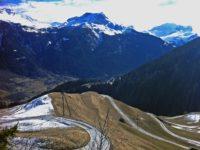 Дорога в горах Швейцарии. Автор David Mark / pixabay.com