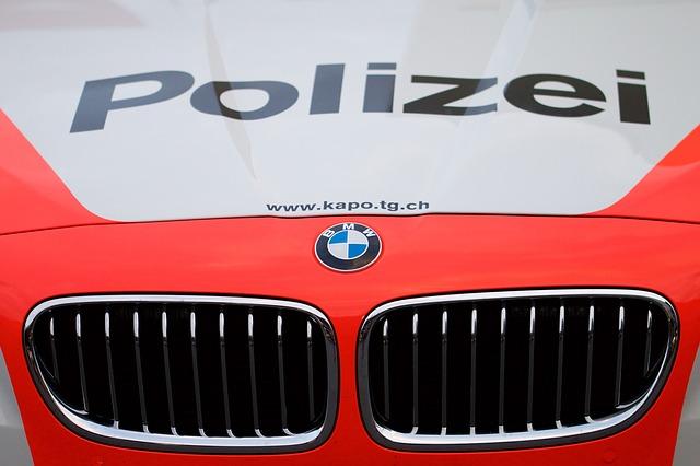 полицейский автомобиль швейцария
