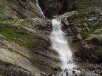 Водопад. Швейцарские Альпы. Автор Simon Steinberger / pixabay.com